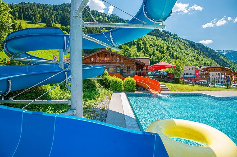 Wasserrutschen im Solarbad